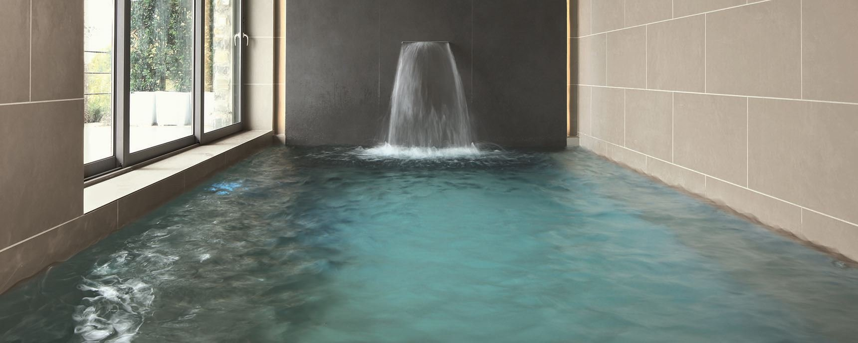 Tiles installation swimming pools